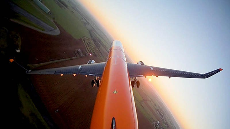 flapping-airliner-wings-engineering-feat.jpg